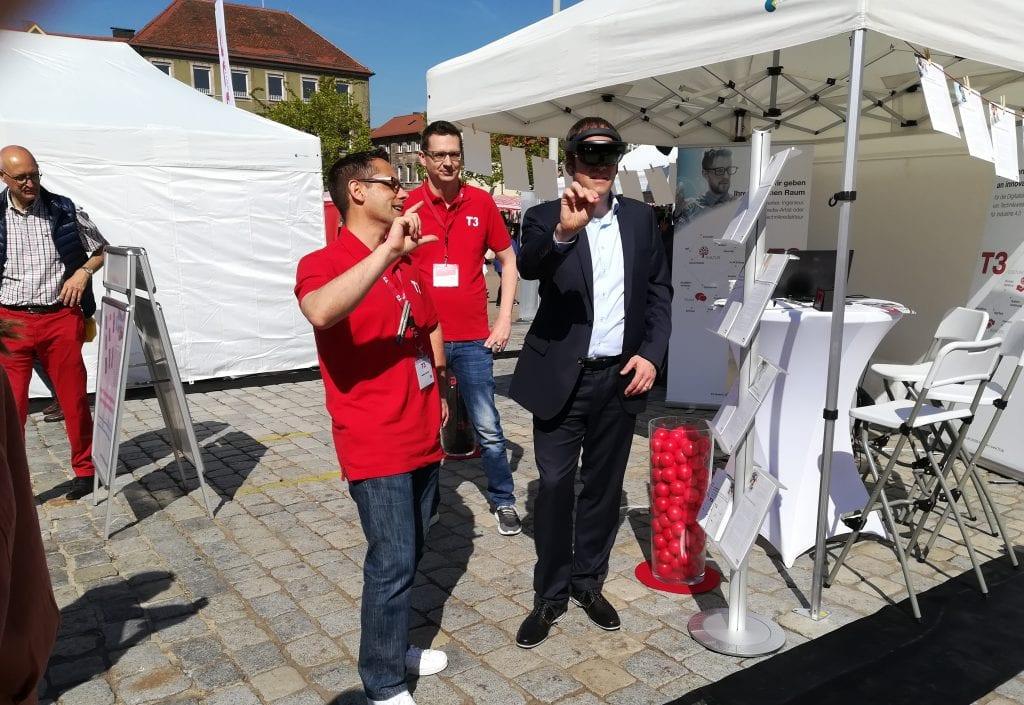 T3 beim Jobwalk 2019 OB Dr. Jannik testet Hololens
